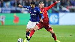 Hennings (re.) schenkte dem FC Schalke drei Tore ein