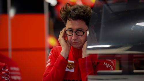 Zu langsam! Der Ferrari SF1000 hängt so sehr zurück, dass Binotto den Saisonstart abschreibt