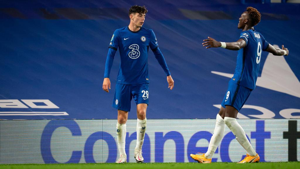 Kai Havertz feiert den fünften Treffer für den FC Chelsea mit Tammy Abraham