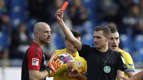 Felix Dornebusch (l.) flog gegen den VfL Bochum vom Platz
