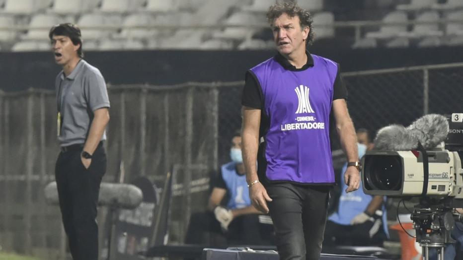 Auch Santos-Coach Cuca (r.) wurde positiv getestet