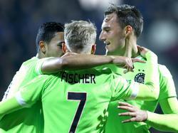 Anwar El Ghazi (l.), Viktor Fischer (m.) en Nemanja Gudelj (r.) vieren de treffer van laatstgenoemde tijdens Heracles Almelo - Ajax. (17-10-2015)
