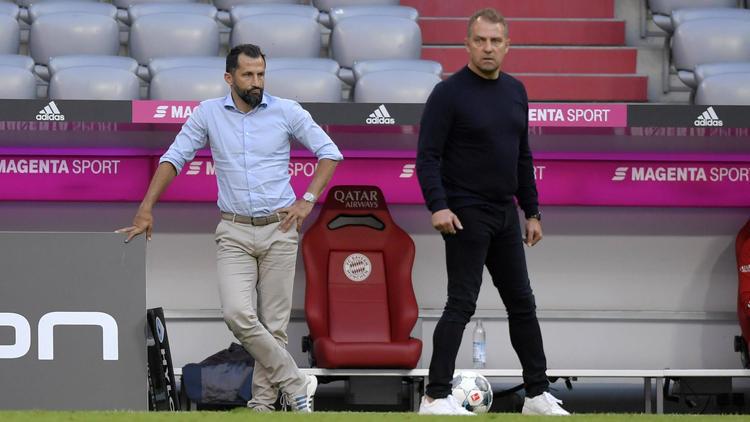 Hansi Flick (r.) und Hasan Salihamidzic sorgen weiterhin für großen Zündstoff beim FC Bayern