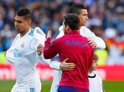 Liefern sich ein Wettballern um die Torjägerkrone Spaniens: Cristiano Ronaldo (M.) und Lionel Messi (r.)
