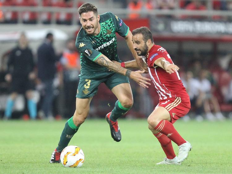 Javi García defendió con todo contra el Olympiacos. (Foto: Imago)