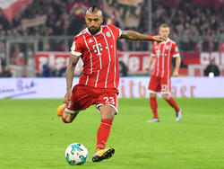 Vidal dispara a puerta en el partido contra el Dortmund. (Foto: Getty)