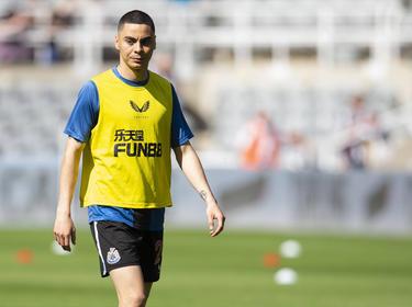 Almirón podrá jugar con el Newcastle.