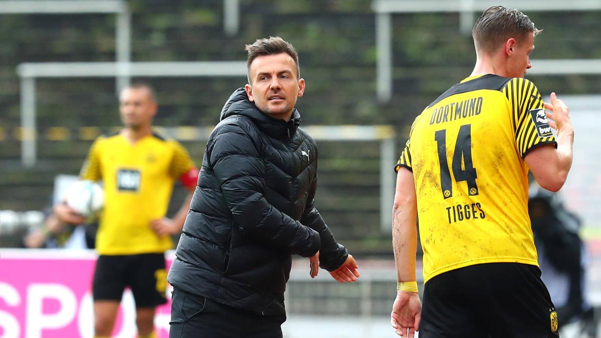 Enrico Maaßen trainiert seit Sommer 2020 die U23 des BVB