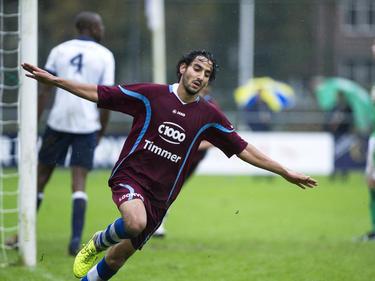 Abderrahim Loukili viert zijn treffer tijdens het competitieduel Koninklijke HFC - FC Lienden. (16-11-2014)