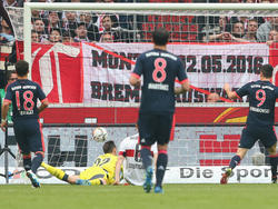 Georg Niedermeier sorgt für das sechste Eigentor des VfB