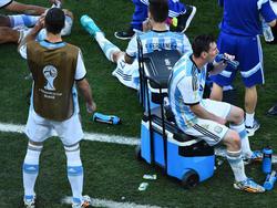 Vor der Verlängerung gegen die Schweiz tanken Lionel Messi und Co. noch einmal Kraft