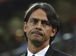 AC Milan-trainer Filippo Inzaghi trekt een moeilijk gezicht tijdens het competitieduel AC Milan - AS Roma. (09-05-2015)