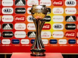 El trofeo de la Eurocopa Sub-17. (Getty)
