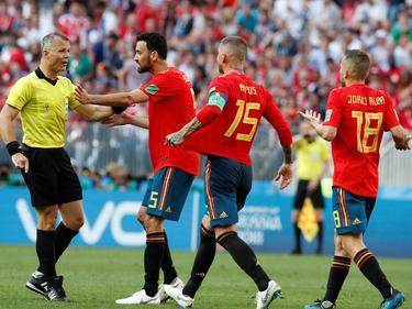 Busquets protesta una tarjeta amarilla en el Mundial. (Foto: Getty)