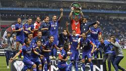 Cruz Azul celebra el título conseguido sobre el verde. (Foto: Getty)
