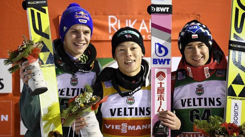 Andreas Wellinger (l.) ist formstärkster deutscher Skispringer
