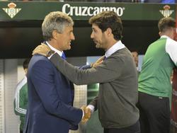 Quique Setién saluda al nuevo técnico del Betis Víctor Sánchez. (Foto: Imago)