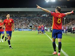 Saúl (dcha.) es felicitado por Asensio tras anotar contra Italia. (Foto: Getty)