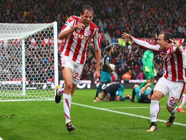 Peter Crouch celebra un tanto con el Stoke.