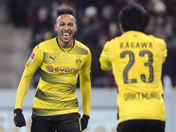 Pierre-Emerick Aubameyang (l.) lobt Dortmund und die BVB-Fans
