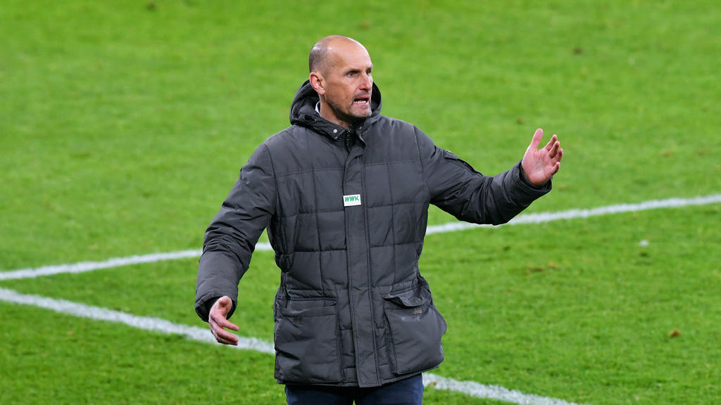 Heiko Herrlich und der FC Augsburg wollen gegen Bielefeld Punkte holen