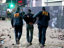 """Los """"barrabravas"""" no sólo causan problemas en los estadios. (Foto: Getty)"""