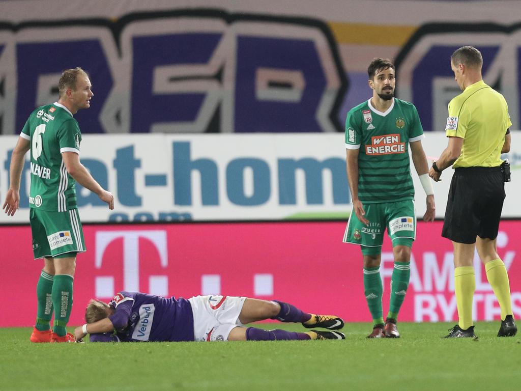 Nach seiner Notbremse gegen Christoph Monschein wurde Galvão vom Feld gestellt