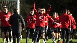 Bale entrena junto a sus compañeros de la selección galesa.