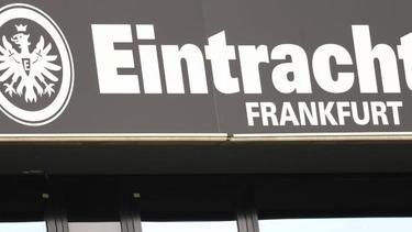 Eintracht Frankfurt will, dass sich die Stehtribünen wieder füllen