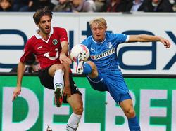 Adrian Nikci (l.) konnte sich bei Hannover 96 nicht durchsetzen