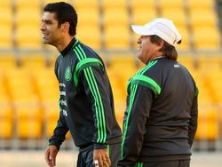 Márquez (izq.) tuvo que abandonar el terreno de juego en la segunda mitad ante Bolivia. (Foto: Getty)