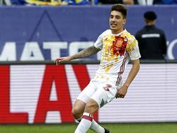 Héctor Bellerín maakt tijdens het oefenduel met Schotland zijn eerste minuten in het shirt van Spanje. (29-05-2016)