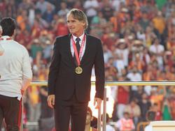 De Nederlandse trainer heeft met Galatasaray zojuist de Turkse beker gewonnen ten koste van Fenerbahçe. (26-05-2016)