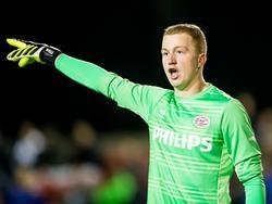 Yanick van Osch maakt zijn debuut in het betaalde voetbal voor Jong PSV, maar de jonge goalie is niet onder de indruk. Hij coacht zijn verdediging tegen Achilles '29 zoals hij altijd doet. (02-10-2015)