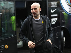 Guardiola se baja del bus para medirse al Burnley. (Foto: Getty)
