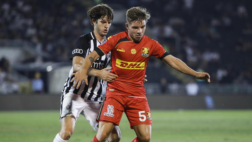 Mads Pedersen (r.) hat beim FC Augsburg unterschrieben