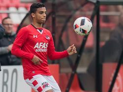 AZ-talent Owen Wijndal in actie voor u19 van AZ. (15-10-2016)