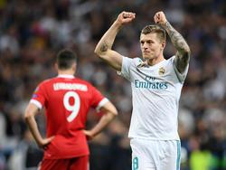 Robert Lewandowski (l.) scheidet mit Bayern aus, Toni Kroos (r.) jubelt mit Real über den Final-Einzug