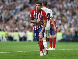 Giménez en el partido ante el Real Madrid. (Foto: Imago)