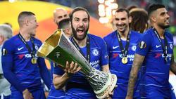 Higuaín levanta la Europa League con el Chelsea.