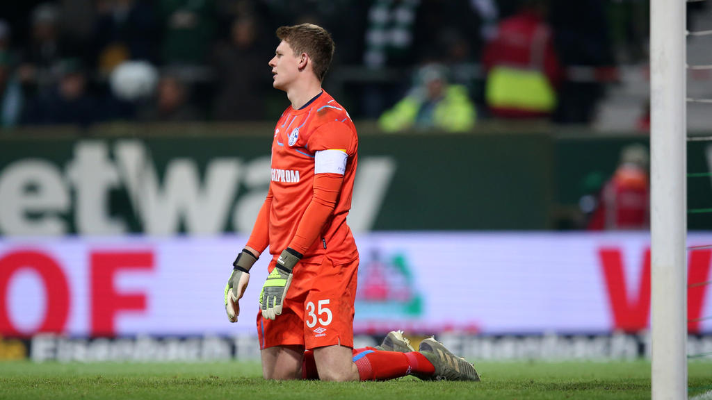 S04-Keeper Alexander Nübel verschätzte sich beim 0:1 durch Leverkusens Alario
