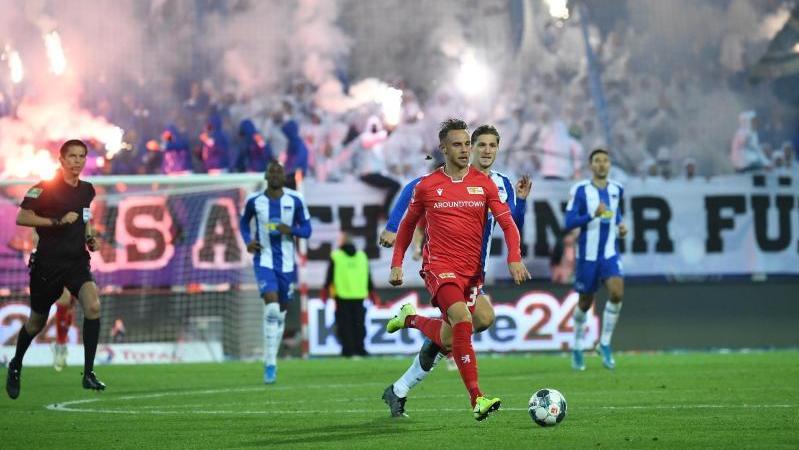 Das Hinspiel zwischen Union und Hertha wurde von reichlich Pyrotechnik begleitet