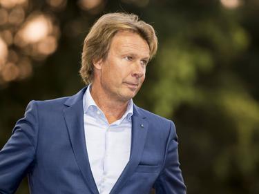 FC Lienden-trainer Hans Kraay jr. is niet blij tijdens het bekerduel FC Lienden - AZ Alkmaar (21-09-2016).