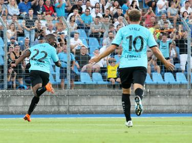 Stélvio und Dominik Stolz bejubeln den zweiten Treffer (copyright: Imago)