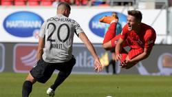 Heidenheims Nikola Dovedan (r.) wird vom Bochumer Vitaly Janelt von den Beinen geholt