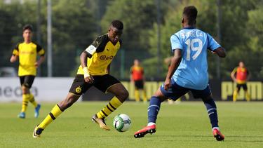 Youssoufa Moukoko (l.) erzielt beim BVB Tor um Tor