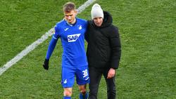 TSG-Coach Sebastian Hoeneß (r.) ist sauer