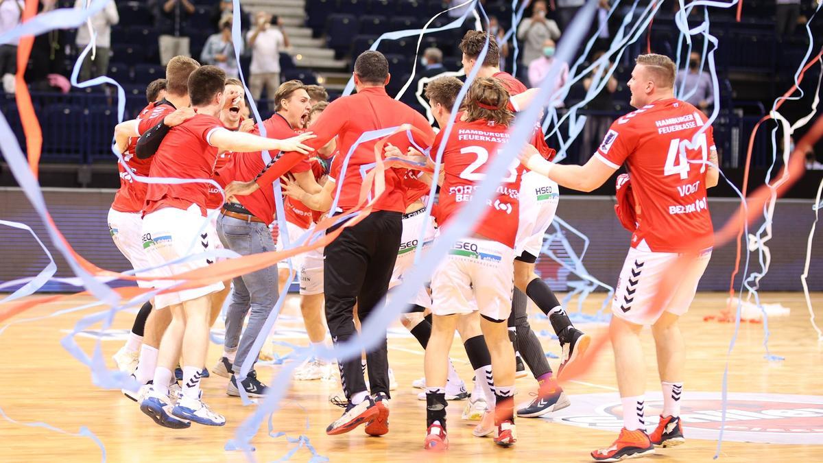 Die HSV-Handballer feiern den Aufstieg und die Bundesliga