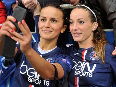 Las chicas del PSG, Fatmire Alushi (izq.) und Kosovare Asllani ganaron al Wolfsburgo. (Foto: Getty)