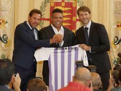 Ronaldo (centro) el día de su prensentación en Valladolid. (Foto: Imago)